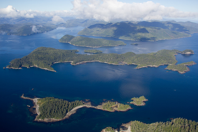 Looking for some less-traveled islands? This written-by-a-local travel guide for Haida Gwaii is filled with tons of great travel tips: where to eat, the best hikes, the best camping sites and B&Bs. Perfect for people who love off-the-beaten track travel and the Canadian exchange rate! >> yesandyes.org