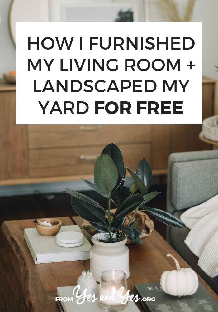 Looking for free decorating ideas? Want to decorate on a budget? I bet FREE furniture would help! Click through for the surprising trick I used to decorate my adorable living room for free!